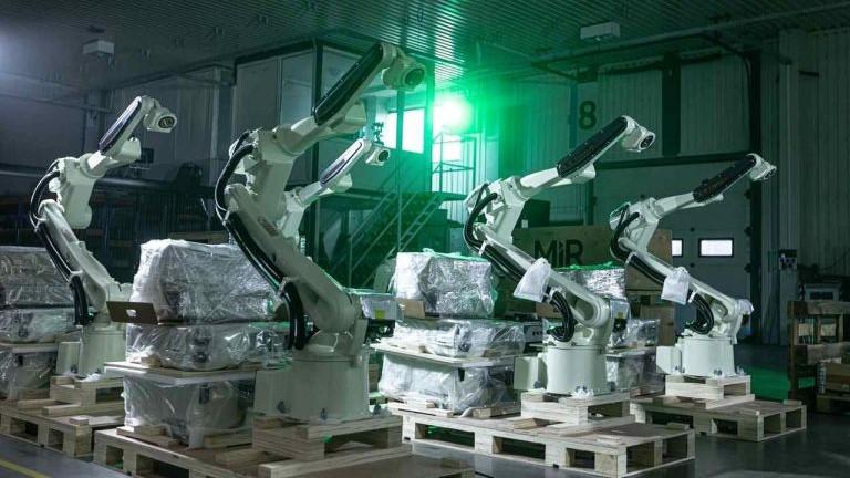 Nowoczesna Fabryka ASTOR Inteligentne Roboty